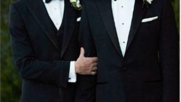 Tras 10 años de relación, los actores finalmente se convirtieron en esposos el sábado pasado. Neil compartió la noticia este lunes mediante su cuenta de Twitter.
