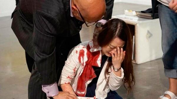 Este fin de semana, una mujer resultó con heridas en cuello y brazos tras ser atacada por otra en la feria de arte contemporáneo celebrada en Miami.
