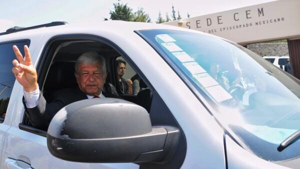 Andrés Manuel López Obrador tuvo una reunión con obispos y les planteó las propuestas de gobierno en caso de que llegue a ganar la presidencia.
