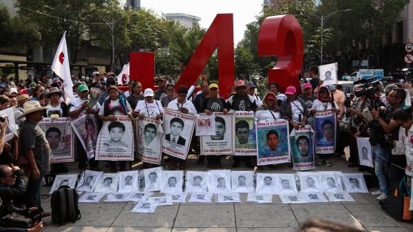Marcha 43 estudiantes Ayotzinapa