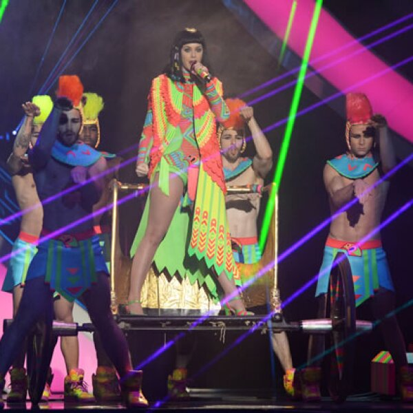 La artista del año, Katy Perry deleitó a los presentes con su performance.