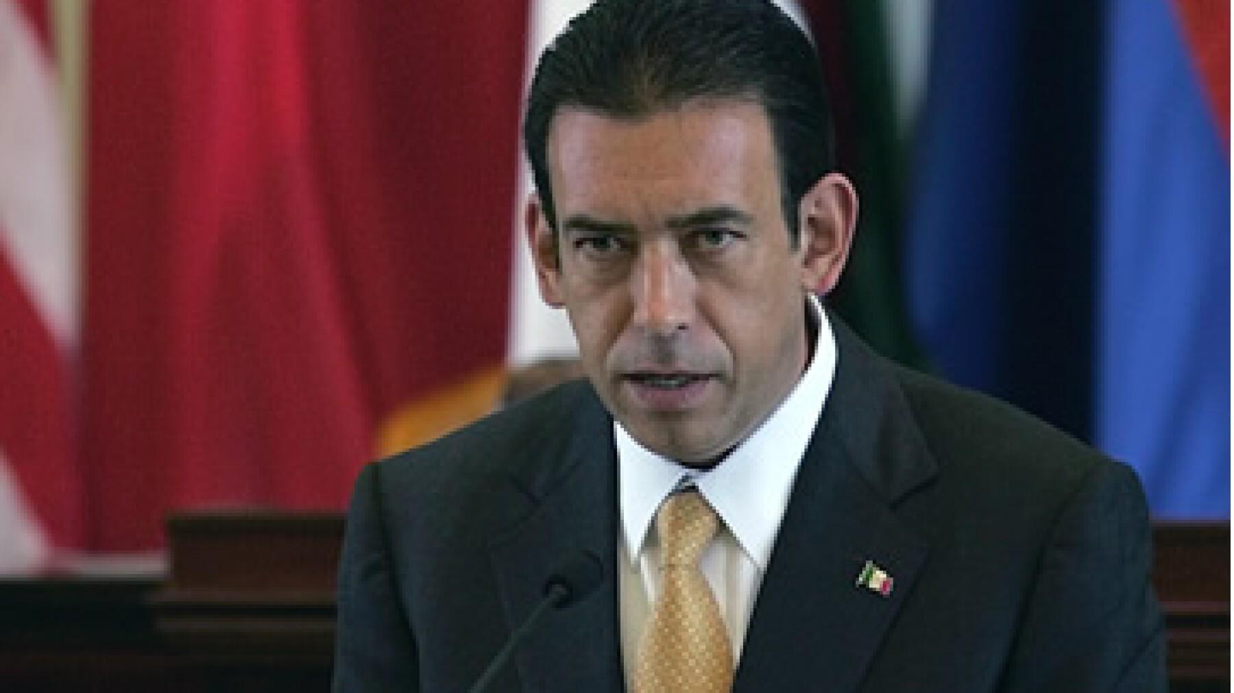 Humberto Moreira no pudo sostener su cargo de presidente del PRI cuando se dio a conocer que Coahuila, estado gobernado por su hermano, era de las entidades más endeudadas del país. (Foto: AP)