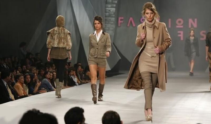 Se sugirieron piezas confeccionadas en tejidos gruesos como la gamuza, tejido de punto, acolchados, lana, angora y piel.