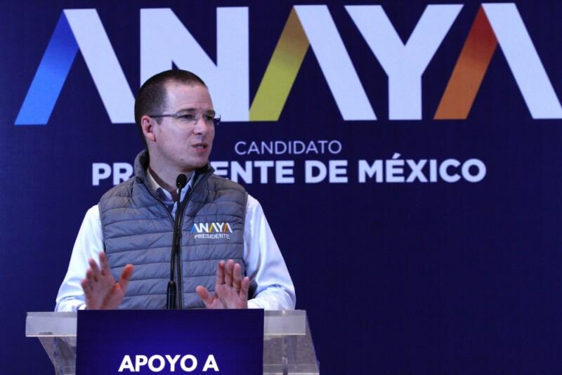 Ricardo Anaya afirmó que se devolverá el poder de decisión sobre las inversiones en infraestructura social a los migrantes.