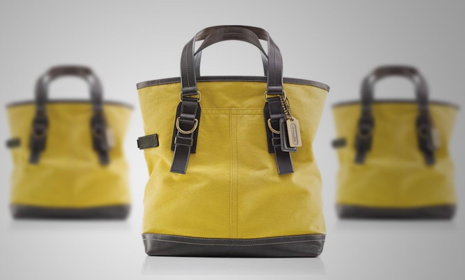 La firma presenta una colección para aquellos hombres que desean llevar un maletín, con un poco más de estilo.