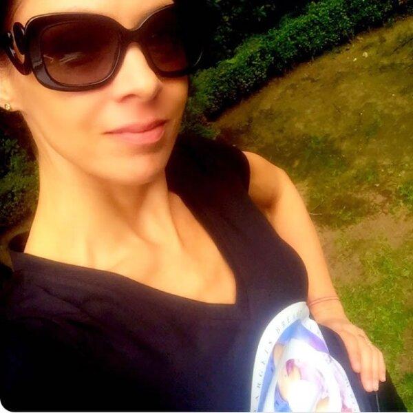 Celina del Villar: `Luchemos juntos contra el cáncer. ¡Vamos con todo!´, escribió la esposa de Benny Ibarra a pie de su foto.