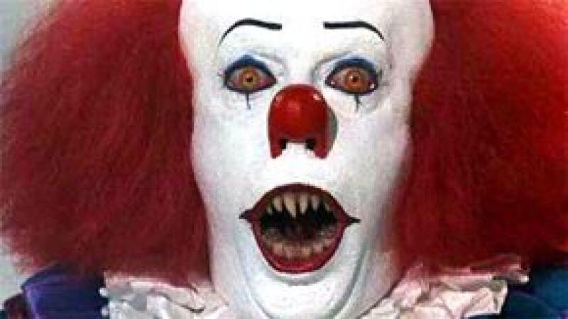 Warner Bros. planea llevar a la pantalla grande al terrorífico payaso de afilados colmillos, que en 1990 llegara a la pantalla chica con It.