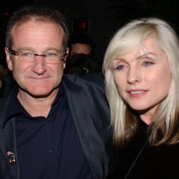 No sólo se relacionaba con actores, aquí Robin con Debbie Harry, vocalista de Blondie en una premiere de 2002.
