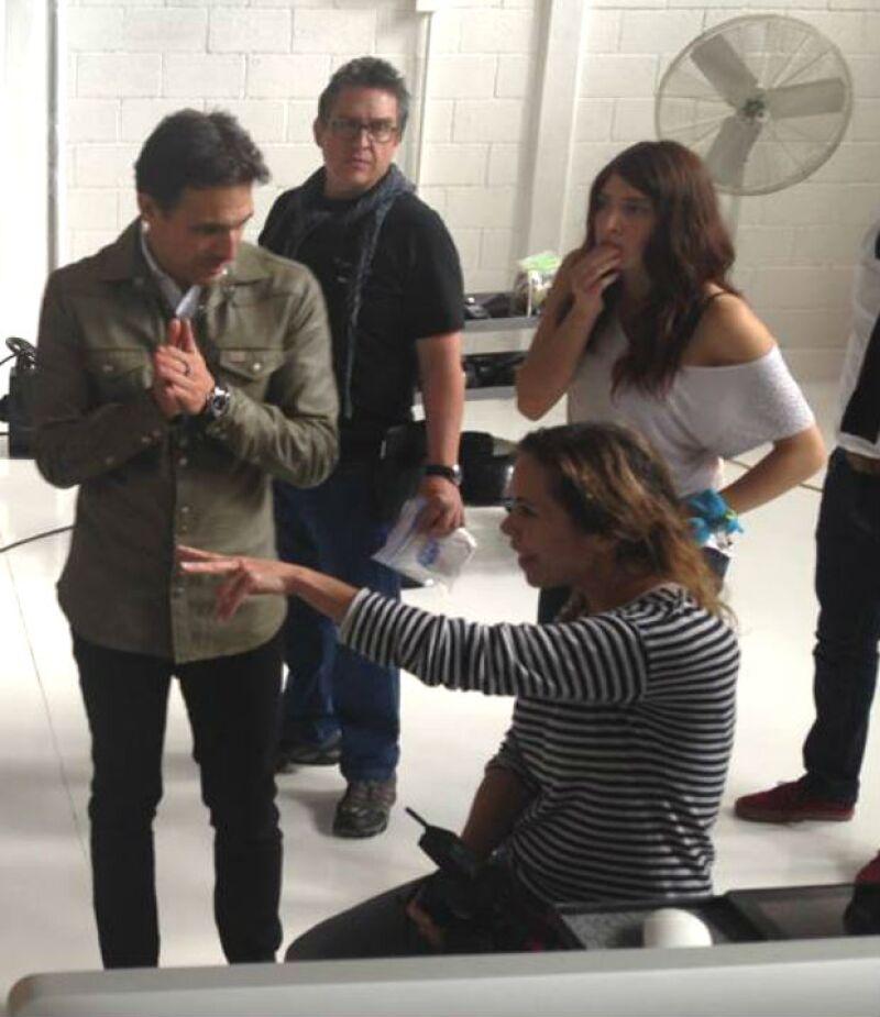 Salim y el crew de la película en pleno trabajo de producción.