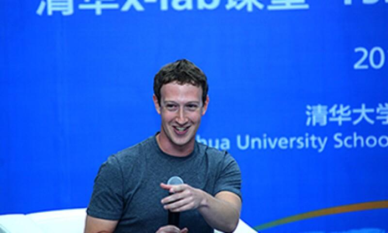 Los estudiantes quedaron encantados por el esfuerzo que hizo Mark Zuckerberg. (Foto: AFP )
