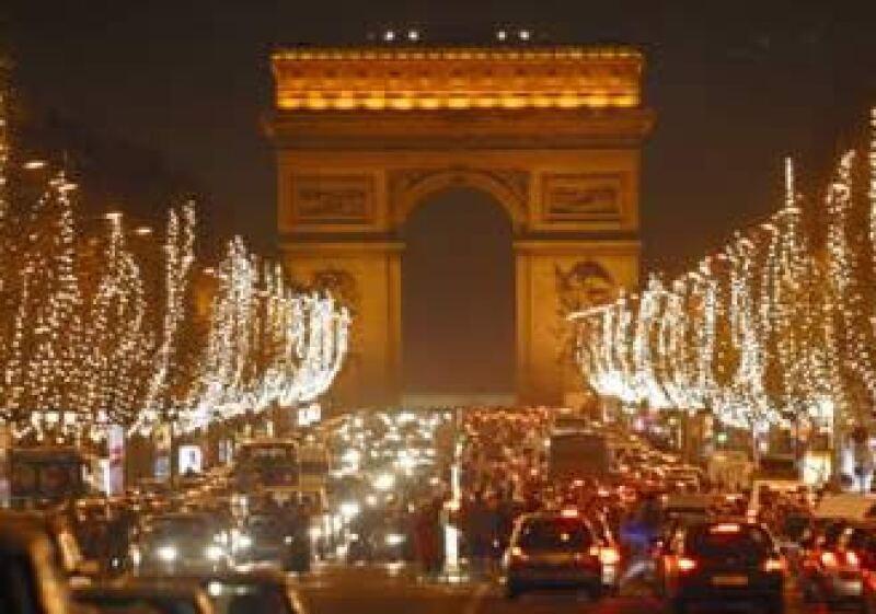 La alcaldía de París distribuirá focos ahorradores de forma gratuita en las zonas que así lo requieran. (Foto: Cortesía Embajada de Francia)