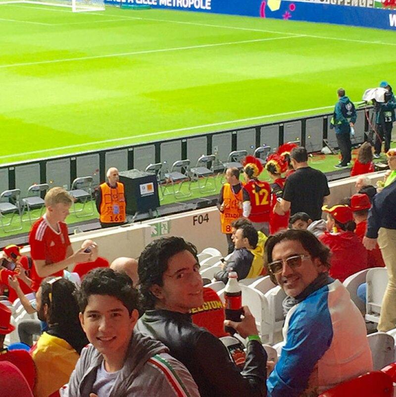 Alejandro y sus hijos en el estadio Santiago Bernabéu.