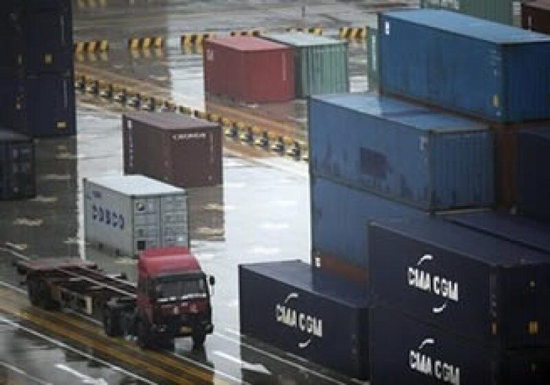 Estados Unidos pierde más en su comercio, al no permitir entrar camiones mexicanos a su territorio. (Foto: AP)