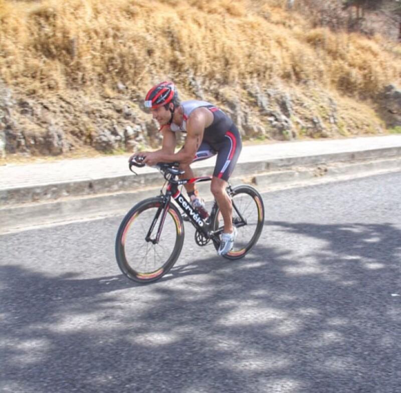 Alex Sirvent en plena rodada en el Triatlón de Chiapas 2015.