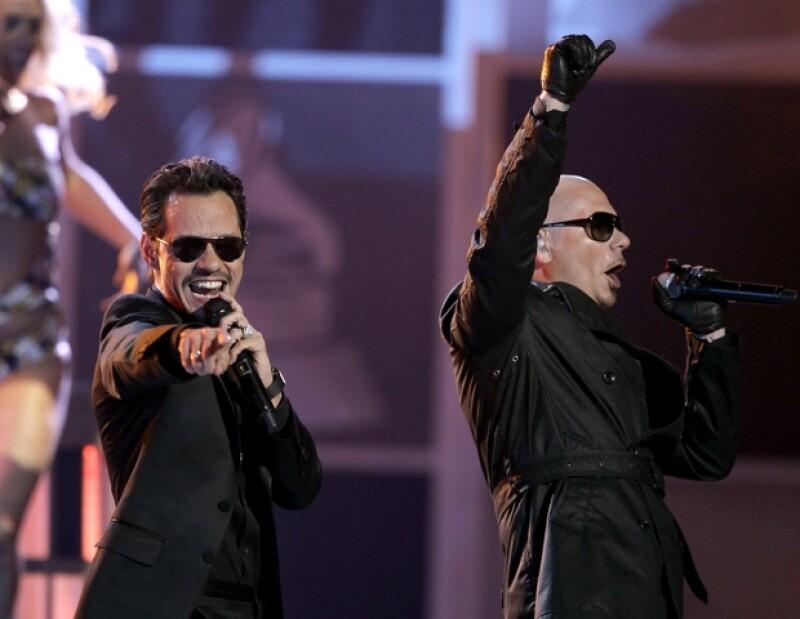 Pitbull y Marc Anthony tuvieron una actuación impresionante al cantar el tema Rain Over Me.