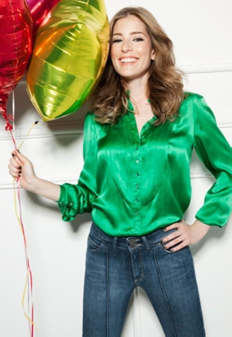La actriz mexicana conducirá un nuevo programa de entrevistas `UpDate´ en el nuevo canal de moda y estilo &#39Glitz&#39, el cual pretende llegar a un público más amplio.