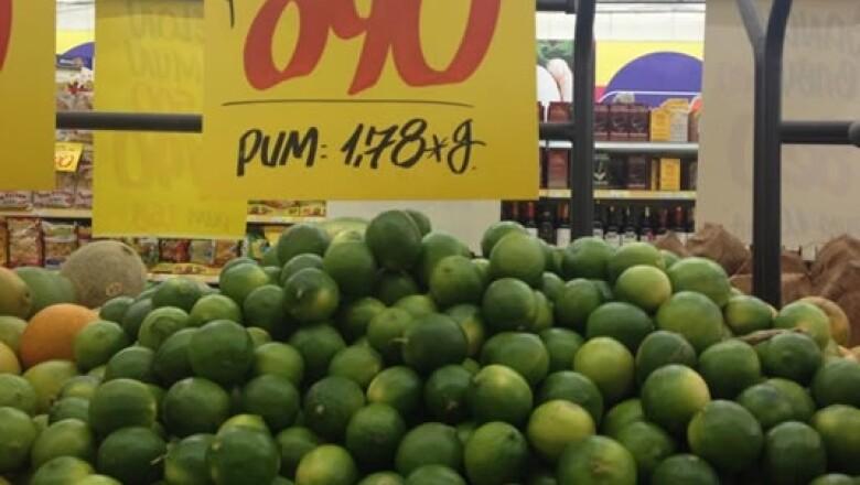 En Cali, la cadena colombiana MercaMío vende los limones al equivalente a  0.87 dólares el kilo, mucho más barato que en México