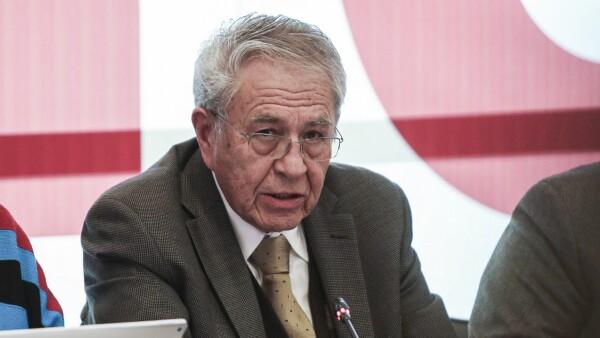 Jorge Alcocer, secretario de Salud, durante la sesión.