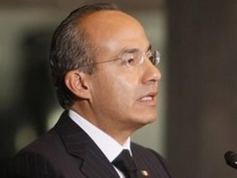 Felipe Calderón prometió estabilidad al precio del diesel. (Foto: Archivo)