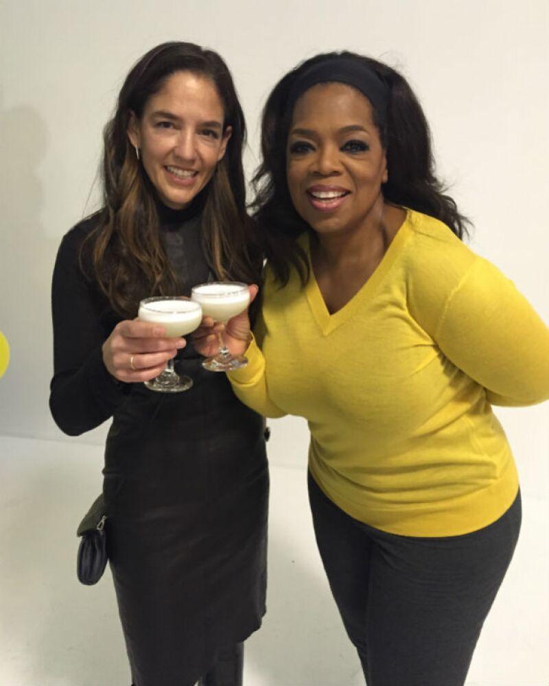 En su lista de cosas favoritas, Oprah mostró varios de los cocteles que prepara con tequila Casa Dragón.