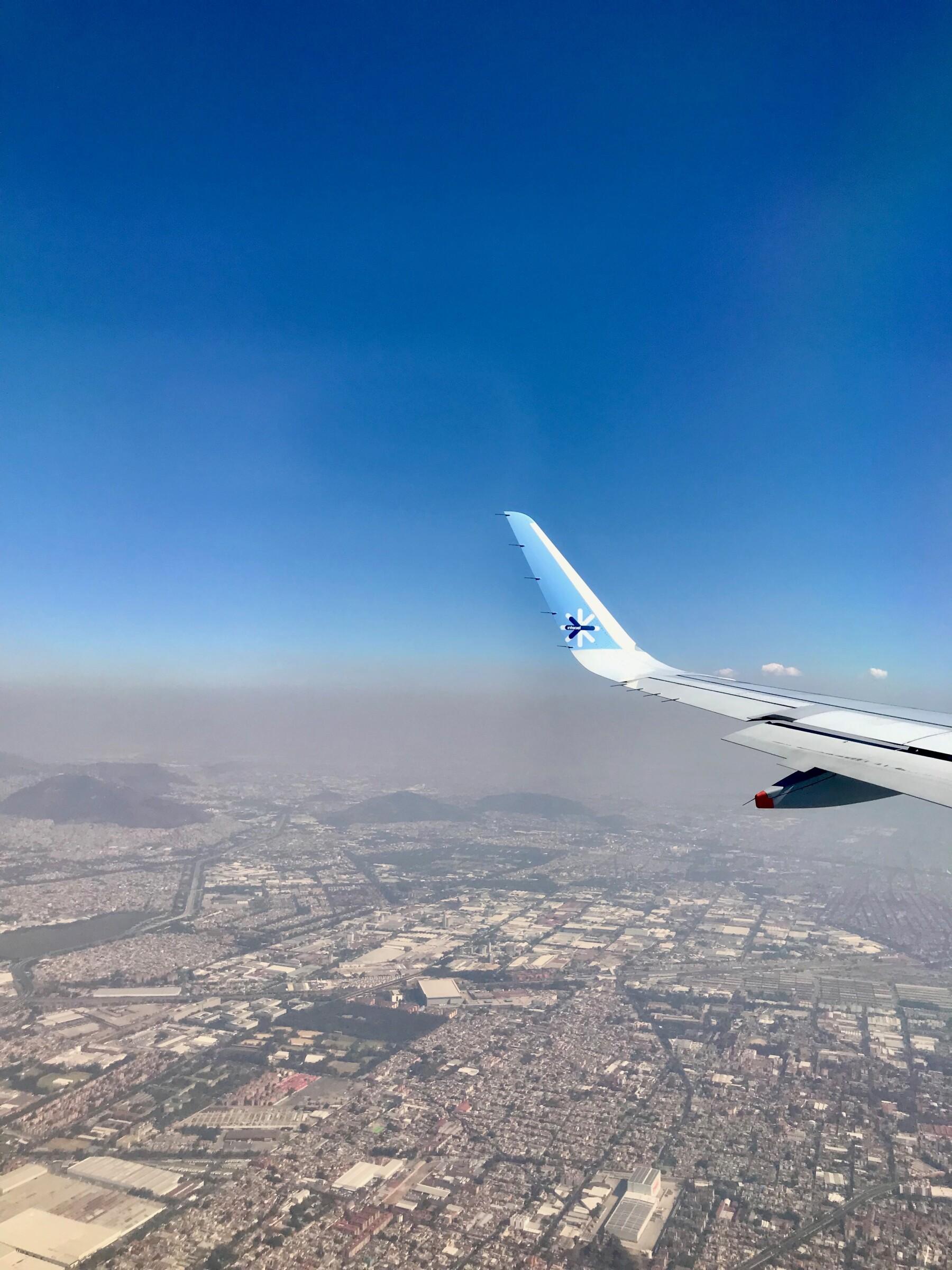 Avión de Interjet sobrevuela la CDMX