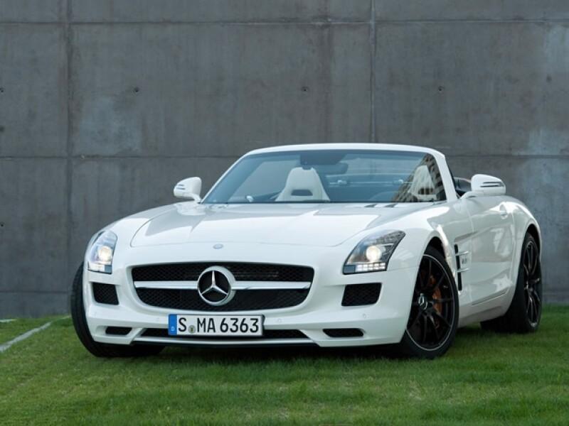 Aún no se sabe qué color es el coche que Piqué le regaló a Shakira.