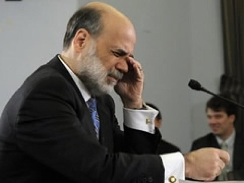 La entidad comandada por Ben Bernanke batalla para librar la crisis. (Foto: Archivo)