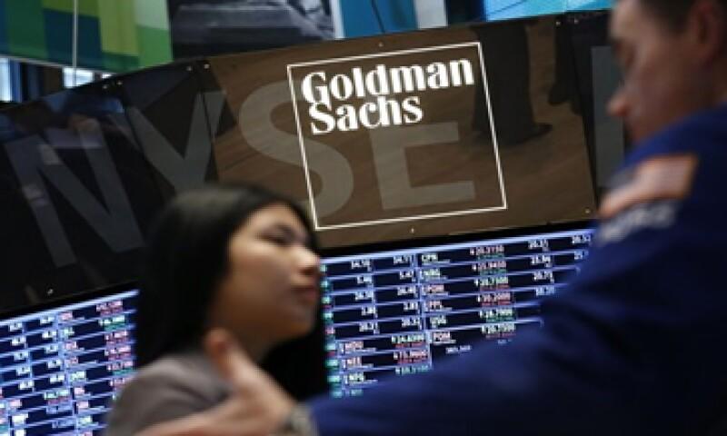 Goldman Sachs ha implementado medidas para reducir el estrés y el agotamiento de sus empleados. (Foto: Reuters )
