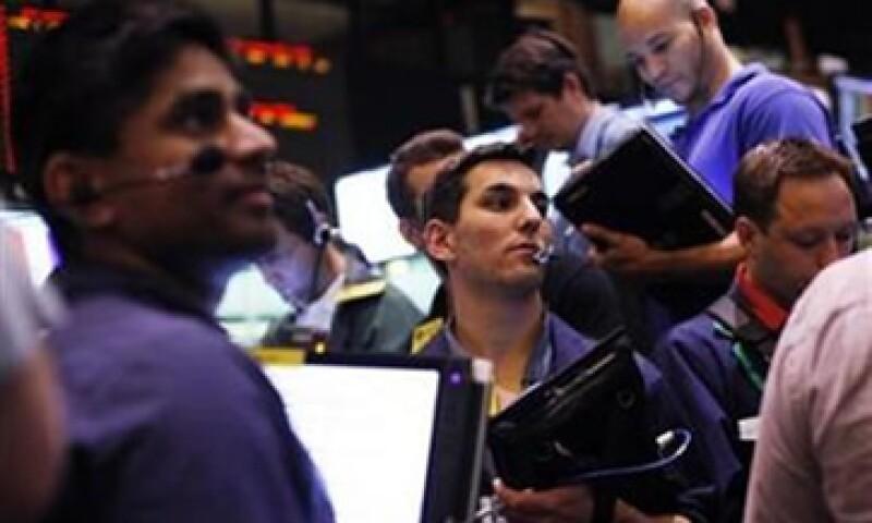 Aunque Wall Street cerró al alza no pudo extender sus ganancias por los decepcionantes datos de empleo y ventas minoristas en EU. (Foto: Thinkstock)