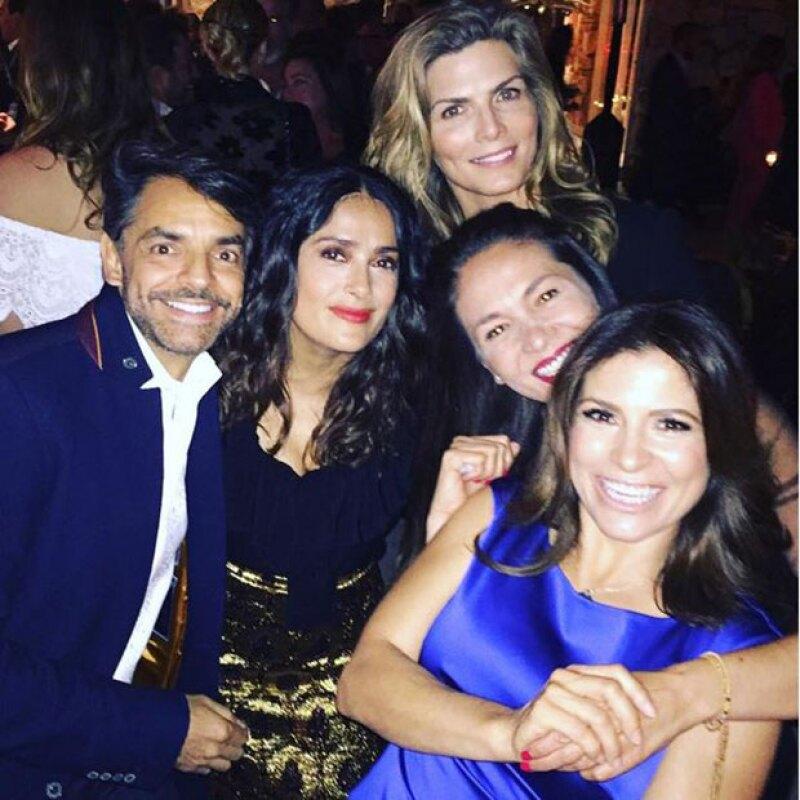 La actriz y productora celebró en una gran fiesta sus 50 años acompañada por grandes amigos mexicanos y celebridades como Charlize Theron, Bradley Cooper y Demi Moore.