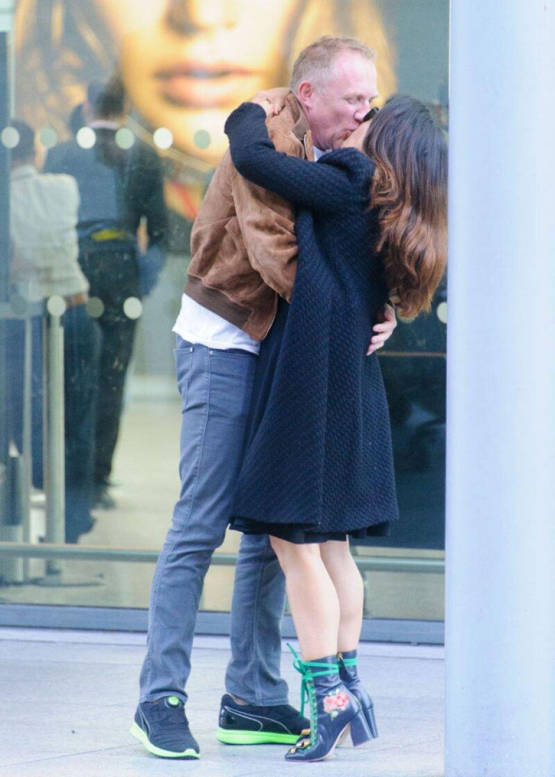 Este fue el romántico momento captado por los paparazzi.
