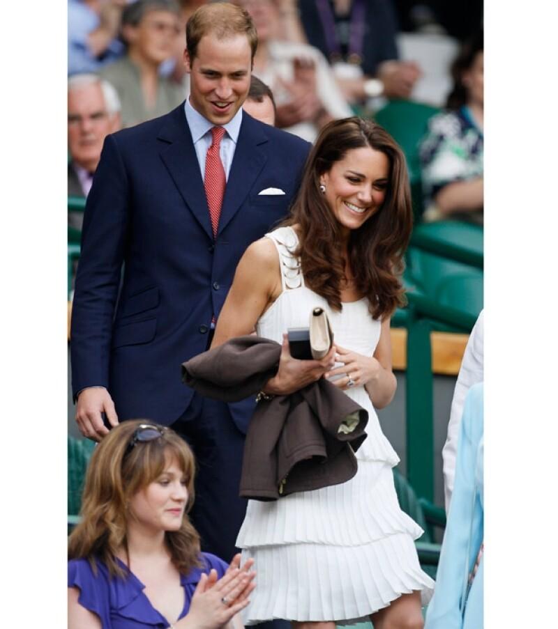 La Duquesa de Cambridge y su esposo, Guillermo, asistieron al legendario torneo de tenis esta mañana, donde ella robó miradas con su estilo.