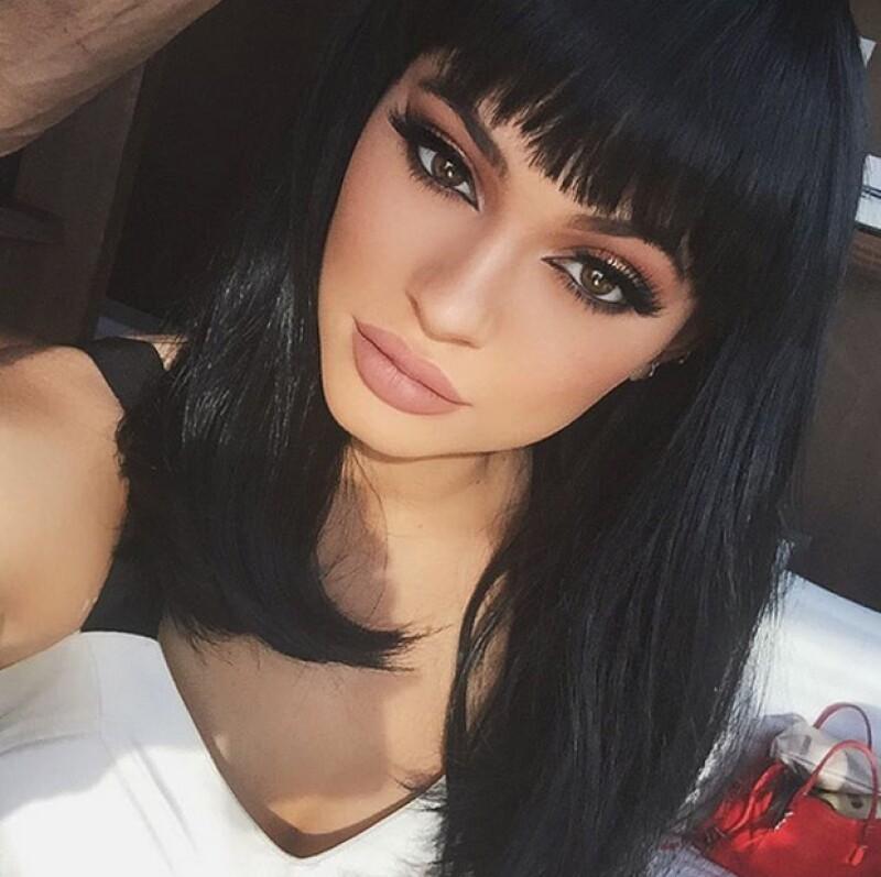 Aunque nos tiene acostumbrados a verla con el famoso contouring a donde quiera que va, en esta ocasión la menor de las Kardashian-Jenner ha presumido su cara 'al natural'.