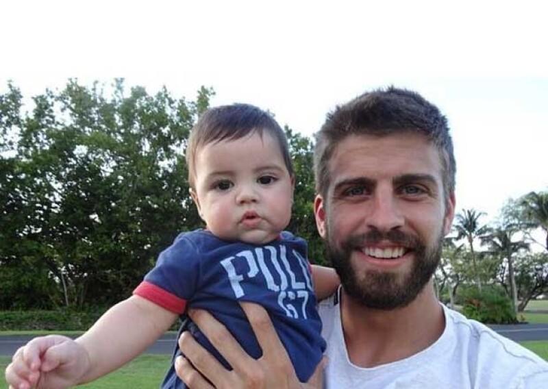 Milán y su papá Piqué en sus vacaciones a Hawai.