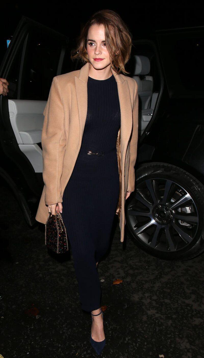La actriz británica causó revuelo en Facebook después de que publicara una fotografía en la que aparece con un nuevo hairstyle.