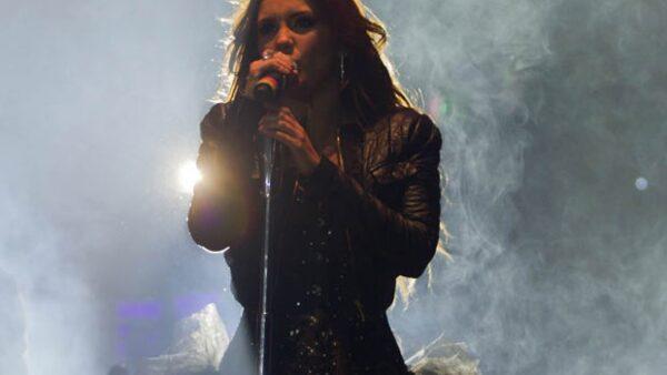 Ayer por la noche Dulce María se presentó por vez primera en México como solista.