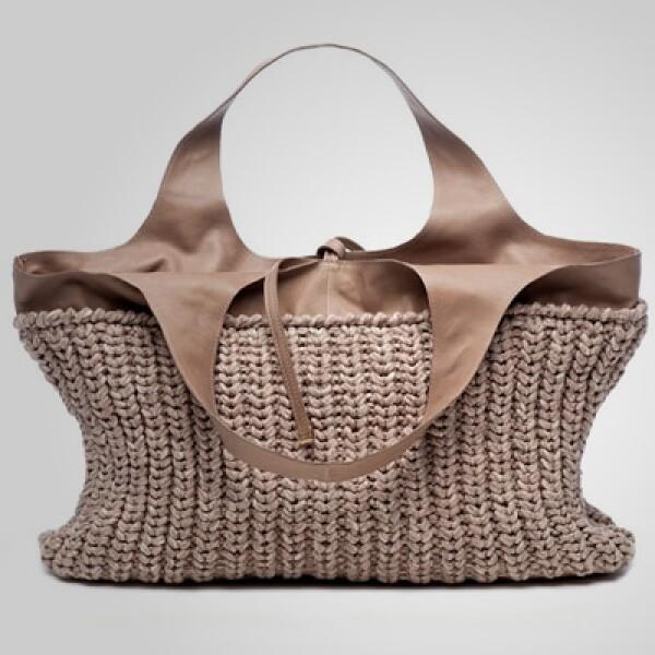 La firma del diseñador italiano Brunello Cucinelli presenta su colección de primavera/verano para 2011, con tonos neutros y telas ligeras.