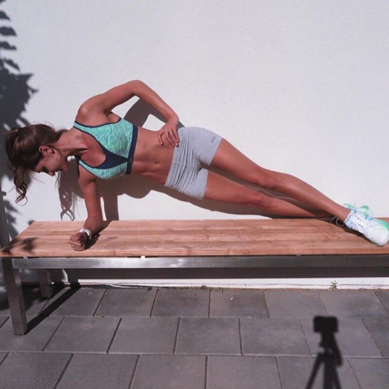 Todos los ejercicios se hacen en menos de 30 minutos y pueden hacerse en casa o en cualquier lugar.
