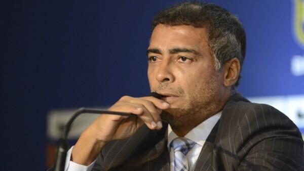 El ahora político y exfutbolista Romario, así como Paulo Coelho y otros famosos del país han manifestado su desacuerdo con los gastos excesivos que se han hecho por esta fiesta deportiva.