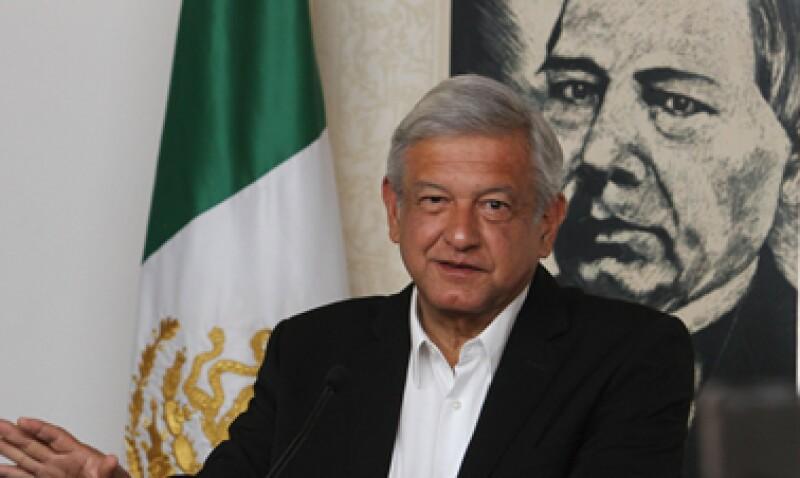 López Obrador pidió de nuevo al IFE que vigile el supuesto gasto excesivo del candidato del PRI, Enrique Peña Nieto. (Foto: Notimex)