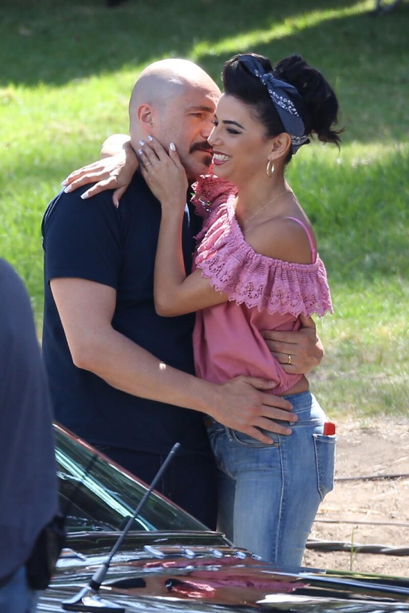 """El mexicano nominado al Oscar y la novia de Pepe Bastón fueron captados cuando rodaban una escena romántica de su nueva cinta """"Low Riders""""."""