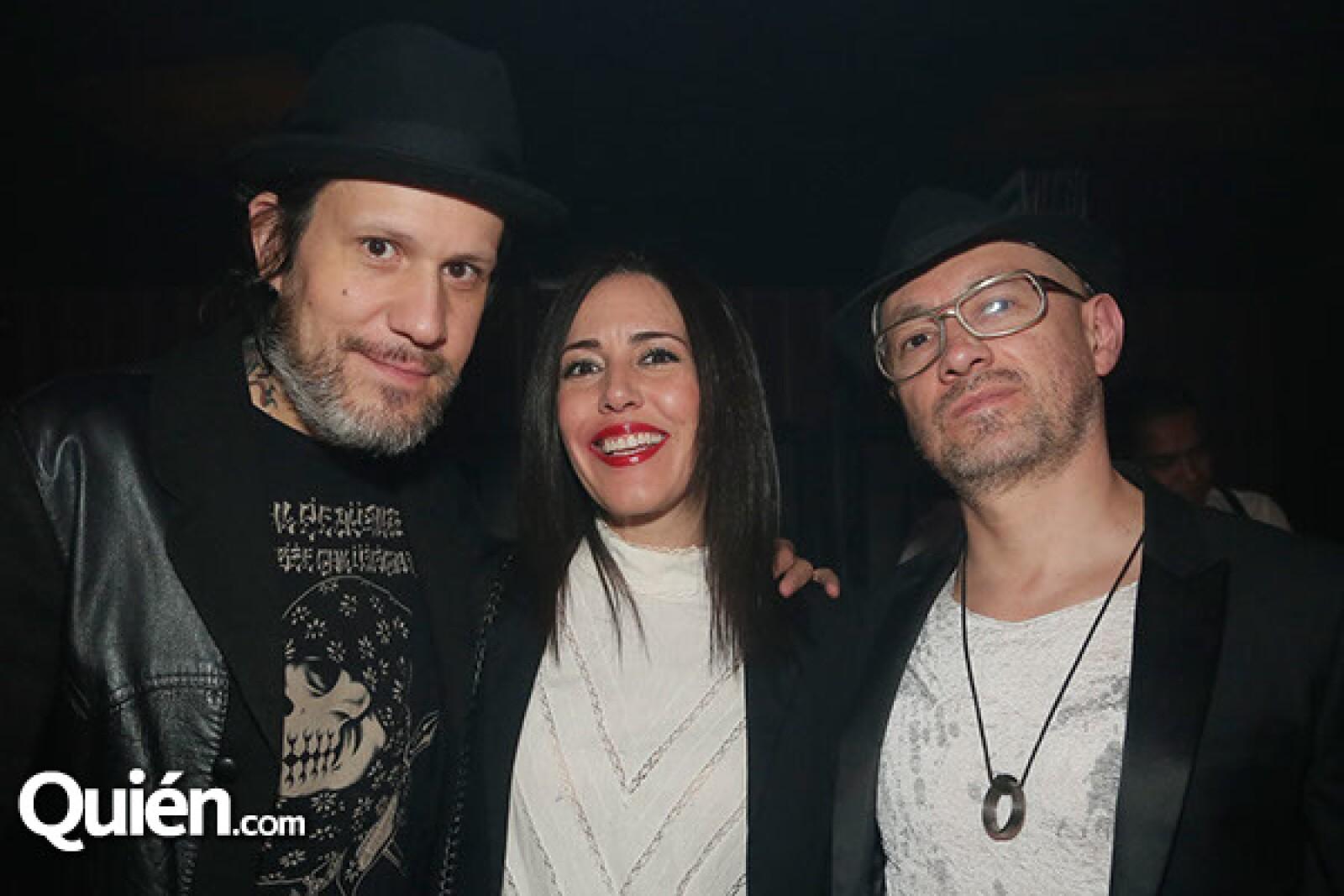 Astro, Stephanie Salas y Martín Rentería.
