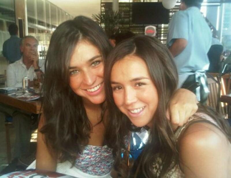 Karla con su hermana Andrea, quien es su mejor amiga.