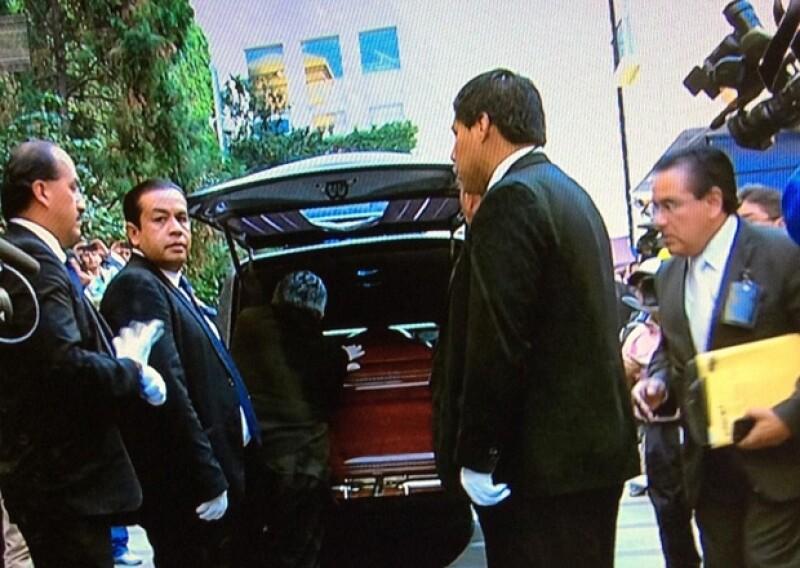Los restos de Chespirito llegaron esta tarde a Televisa San Ángel en donde en uno de los foros se llevará a cabo una misa de cuerpo presente.