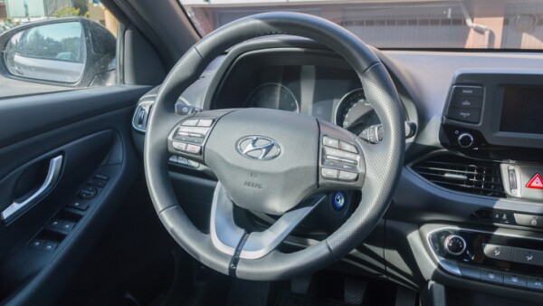 Car steering wheel of Hyundai i30.