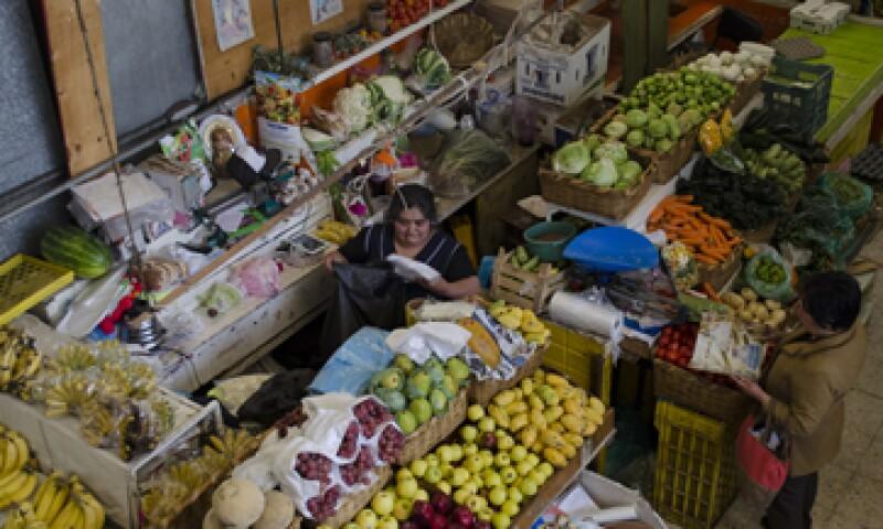 El jitomate, la papaya y los nopales fueron los que más bajaron en la primera quincena de marzo. (Foto: Cuartoscuro)