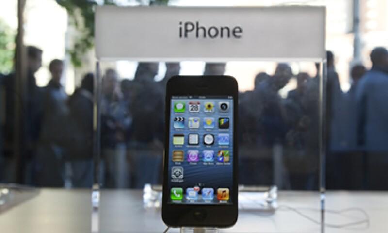 Tim Cook prometió vender el iPhone 5 en 100 países para diciembre. (Foto: AP)