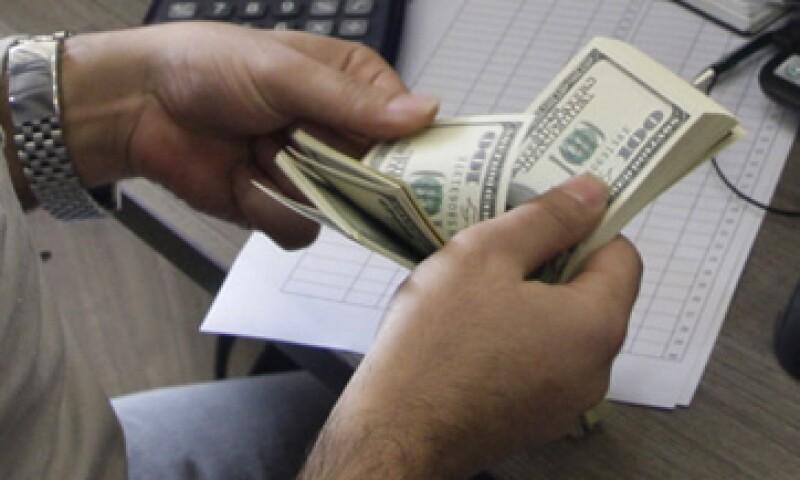 El tipo de cambio es de 13.1793 pesos para solventar obligaciones denominadas en moneda extranjera.   (Foto: AP)