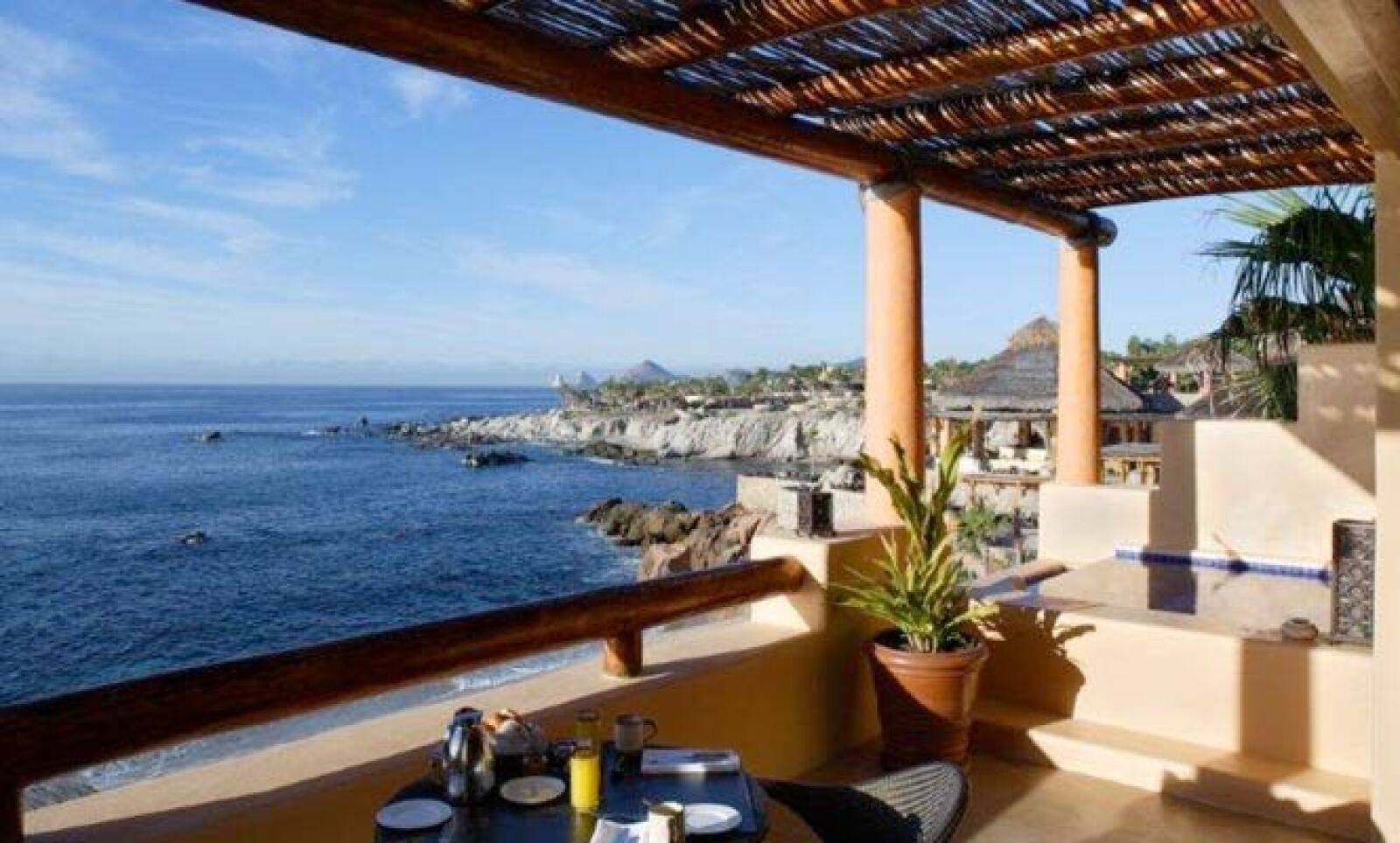 Este espacio incluye 57 habitaciones, 60 villas, 36 residencias privadas, un spa y un restaurante de firma propia.