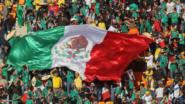 La afición mexicana en acción